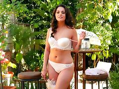 Curvy glamour girl strips from her lingerie to masturbate