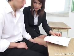 College babe is pleasing her new boyfriend in the class