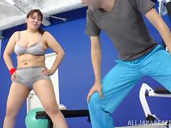 Amazing Chubby MILF Serves A Great Titjob In The Gym