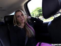 Courtney Cummz shows her cock-riding skills in hardcore scene